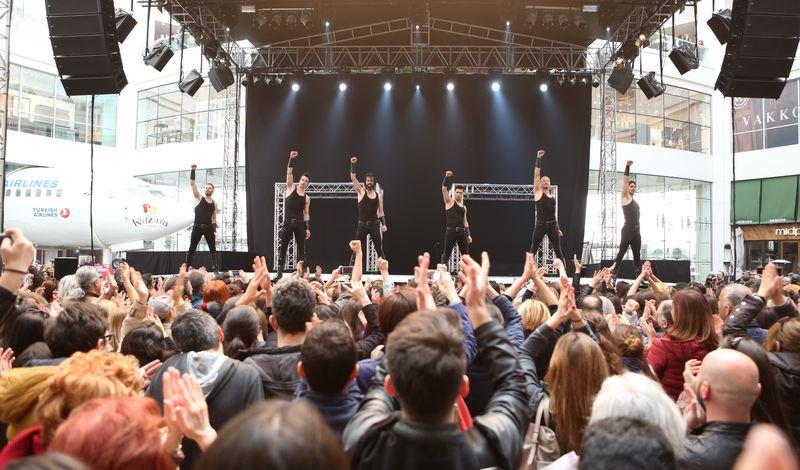 İspanyol Kardeşler Flamenko Gösterisiyle Büyüledi