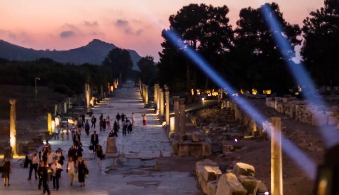 Efes'te Romeo ve Jülyet keyfi