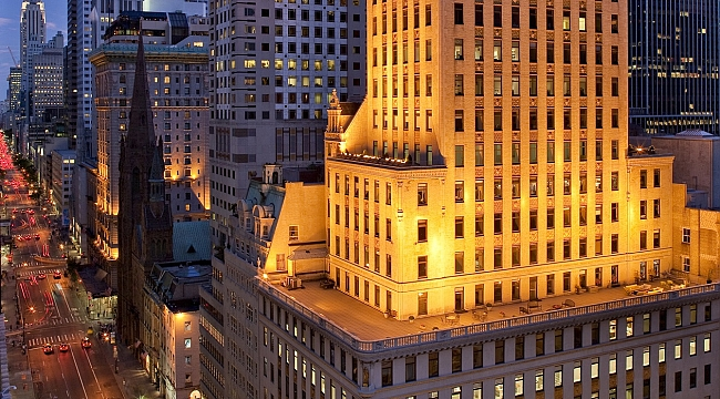 "MANHATTAN'IN TACI ""THE CROWN BUILDING, ANT YAPI'YA EMANET"